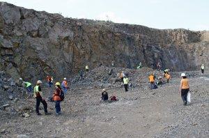 Zber minerálov v lome Slanec